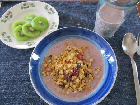 ケロッグフルーツグラノラ朝食