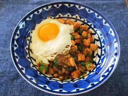 鶏むね肉のガパオライス(バジル炒めのせごはん)