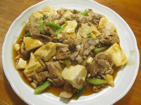 豚肉とくずし豆腐ときのこ煮込み