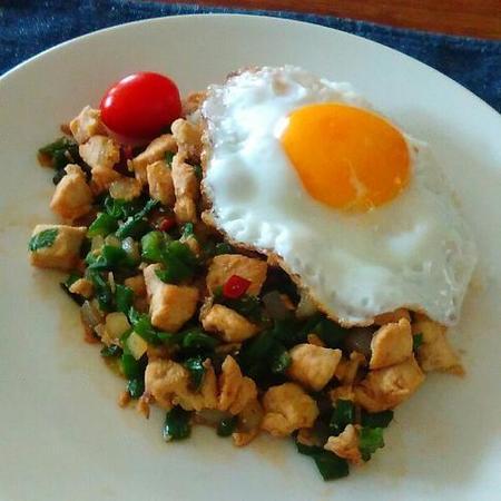 鶏むね肉のバジル炒めご飯
