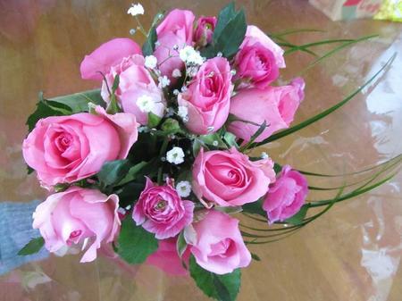 バラとラナンキュラスのアレンジ花束