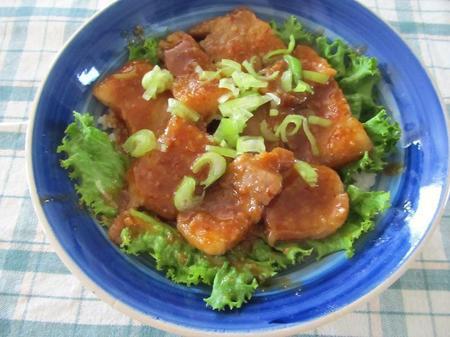味噌風味のスタミナ豚バラ丼
