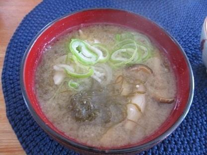 沖縄生もずく味噌汁1