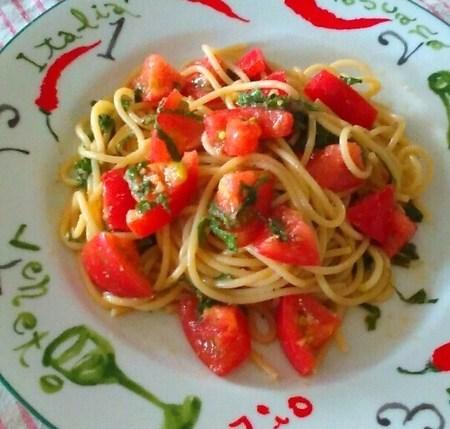 トマトと大葉の和風冷製パスタ